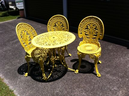 Outdoor aluminium table and chair set