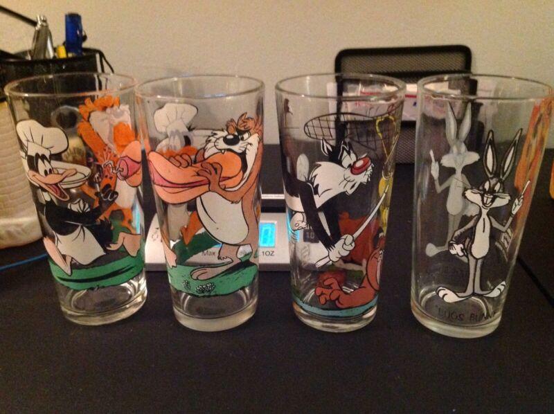 Lot of 1973 Looney Toons Glasses
