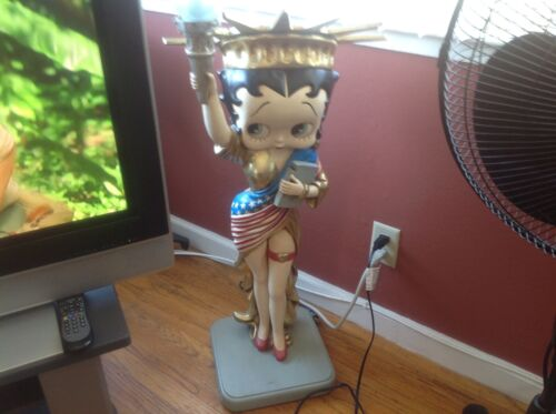 VINTAGE 3 FT. BETTY BOOP STATUE OF LIBERTY LAMP