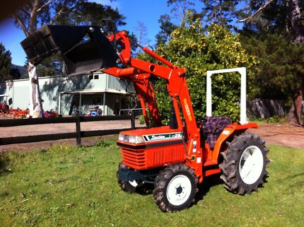 Kubota 4x4 Front End Loader 4in1 bucket 30hp 700 hrs  Kangaroo Valley Shoalhaven Area Preview