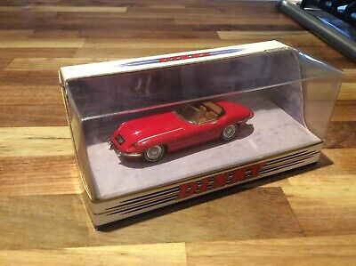 Matchbox / Dinkey, jaguar E Type series 1.5 model, 1/43 scale in red (used)