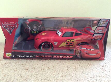 BRAND NEW CARS 2 LIGHTNING MCQUEEN 1:12 REMOTE CONTROL CAR