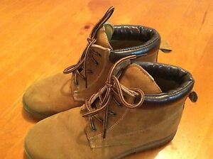 Size 5 boys - winter boots Narre Warren Casey Area Preview