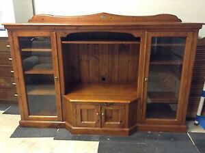 CLASSIC TIMBER... HOLLOW RIDGE TV UNIT/ DISPLAY CABINET Mount Barker Mount Barker Area Preview