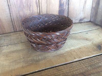 (Vintage Weaved Wicker / Reed Basket ? Ornate Round Crafts Bowl)