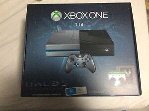 Xbox One 1TB Halo 5 (NEW)
