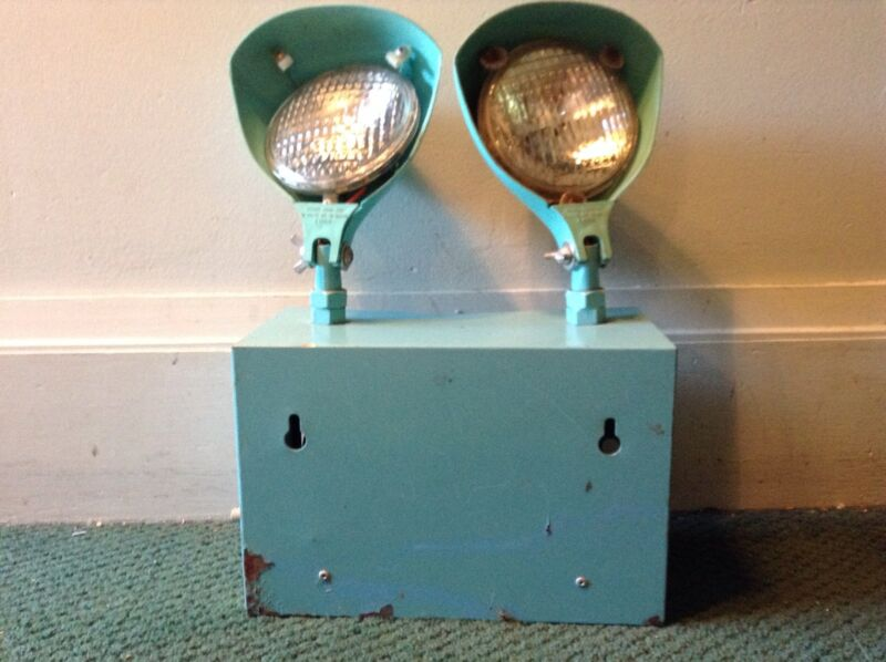 VERY RARE APPLETON MFG TURQUOISE EMERGENCY SPOT LIGHT MODEL 5000-741 RETRO 50