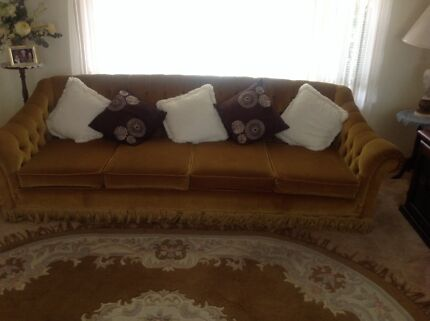 4 seater plus 2 x arm chairs, Hand made West Tamworth Tamworth City Preview