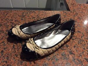GUESS leather ballerina shoes size 39 Ormond Glen Eira Area Preview