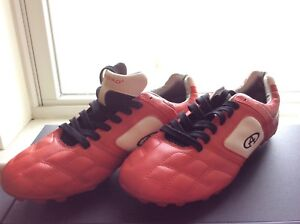 * BRAND NEW * Outdoor Soccer shoes