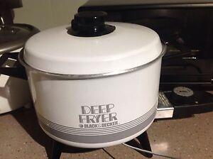 Moving sale deep fryer Holder Weston Creek Preview