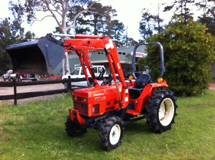 Tractor 200 hrs Daedong kioti 30 hp 4x4 Front End Loader Slasher Kangaroo Valley Shoalhaven Area Preview