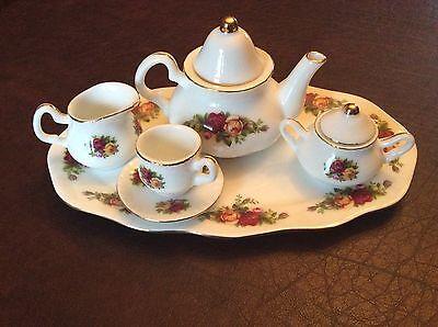1962' OLD COUNTRY ROSES Royal Albert 8 pc. MINIATURE TEA SET Le Petite Teapot