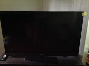 Moving Sale - Smart TV & Unit North Ward Townsville City Preview