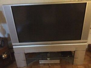 50in hitachi TV plus DVD  plus stand