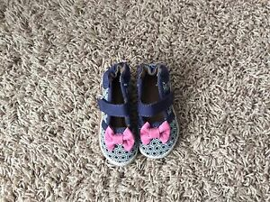 Robeez girls shoes size 0-6 months