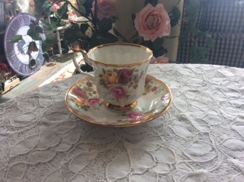 Elizabethan Jacobean Fine Bone China England Cup & Saucer Yellow & Rose 🌹 Roses
