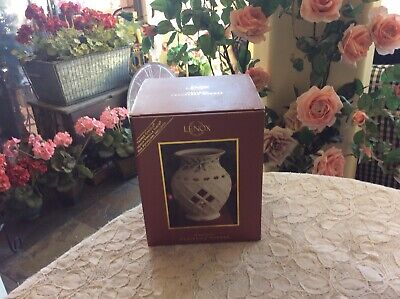 LENOX HOLIDAY FRAGRANCE WARMER HOLLY BERRY NEW IN THE BOX WITH YANKEE CANDLE