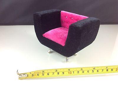Dollhouse Furniture Velvet Hot Pink/Black Armchair (Barbie/Monster High size)