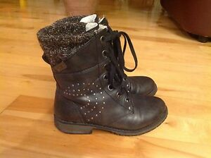 Roxy boots size 3