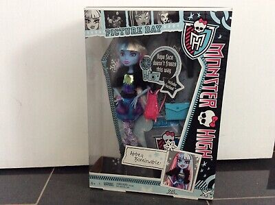 BNIB Monster High 2012 Picture Day Abbey Bominable Doll