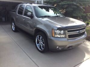 2007 Chevrolet Avalanche mint   calls only 780 467 1442 thanks