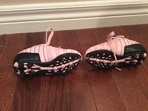 Girl shoes-  soccer shoes size Y8 -see all pictures  London Ontario image 4