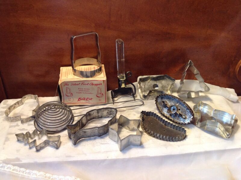 Large Lot Of Vintage Collectible Metal Kitchen Cookie Cutters And Utensils