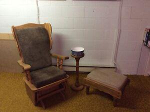 Chaise berçante et pouf en bois Saguenay Saguenay-Lac-Saint-Jean image 1
