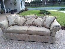 Georgous three seater couch Pakenham Cardinia Area Preview