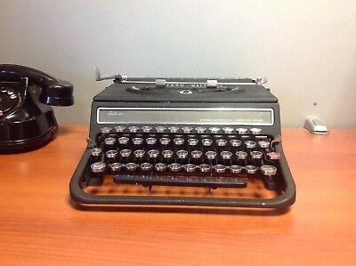 Máquina de escribir antigua Hispano Olivetti 46
