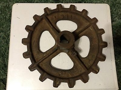 L371 - A New Original 18 Tooth Sprocket For A New Idea No. 8 Manure Spreaders