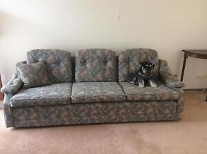 3 piece lounge suite - FREE   !!!!!  URGENT must go today Gateshead Lake Macquarie Area Preview