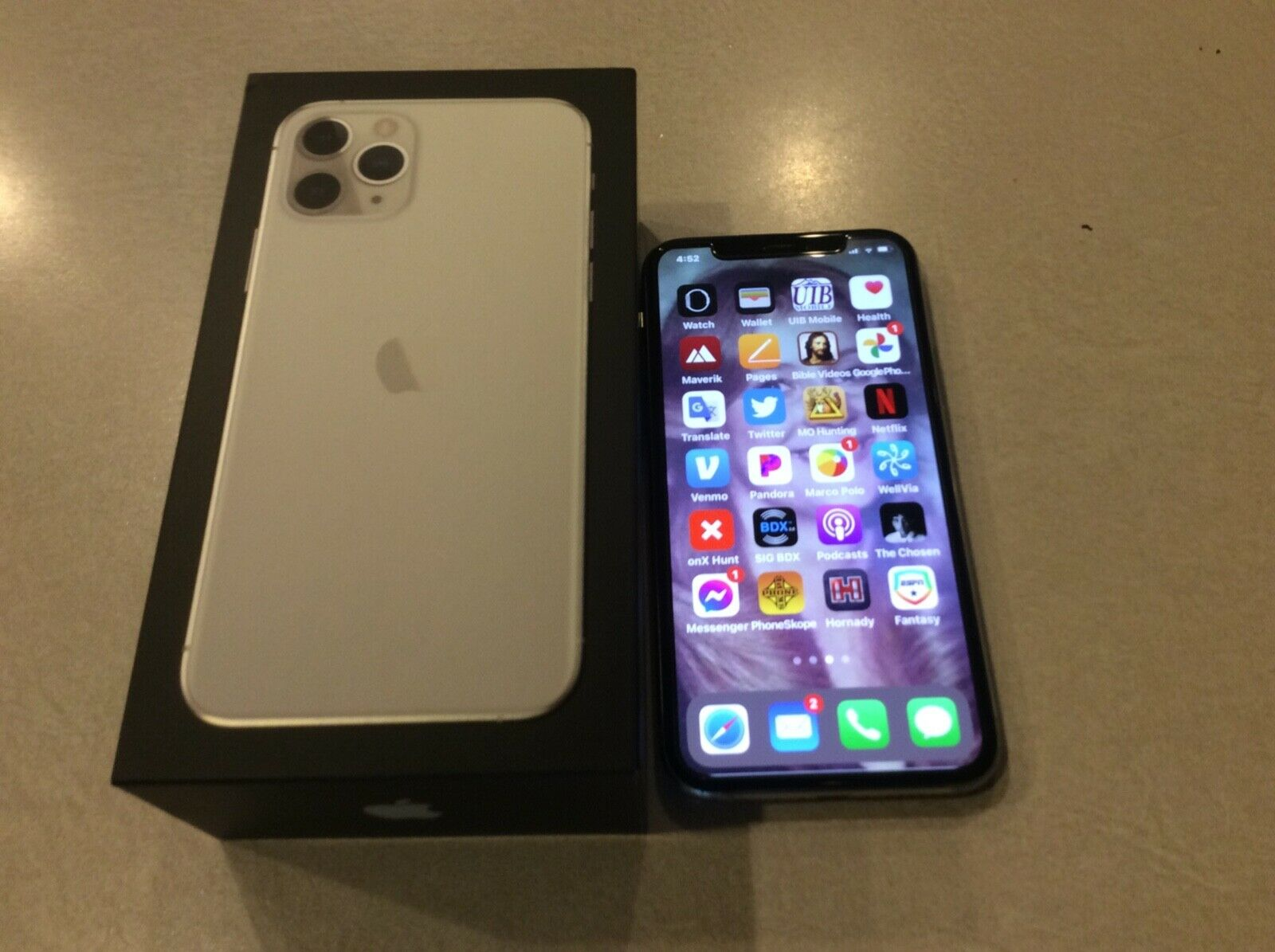 Apple IPhone 11 Pro 256k Silver - $630.00