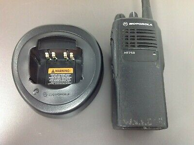 Motorola Ht750 Aah25kdc9aa3an 16 Ch Vhf 136-174 Mhz Htn9000c Charger