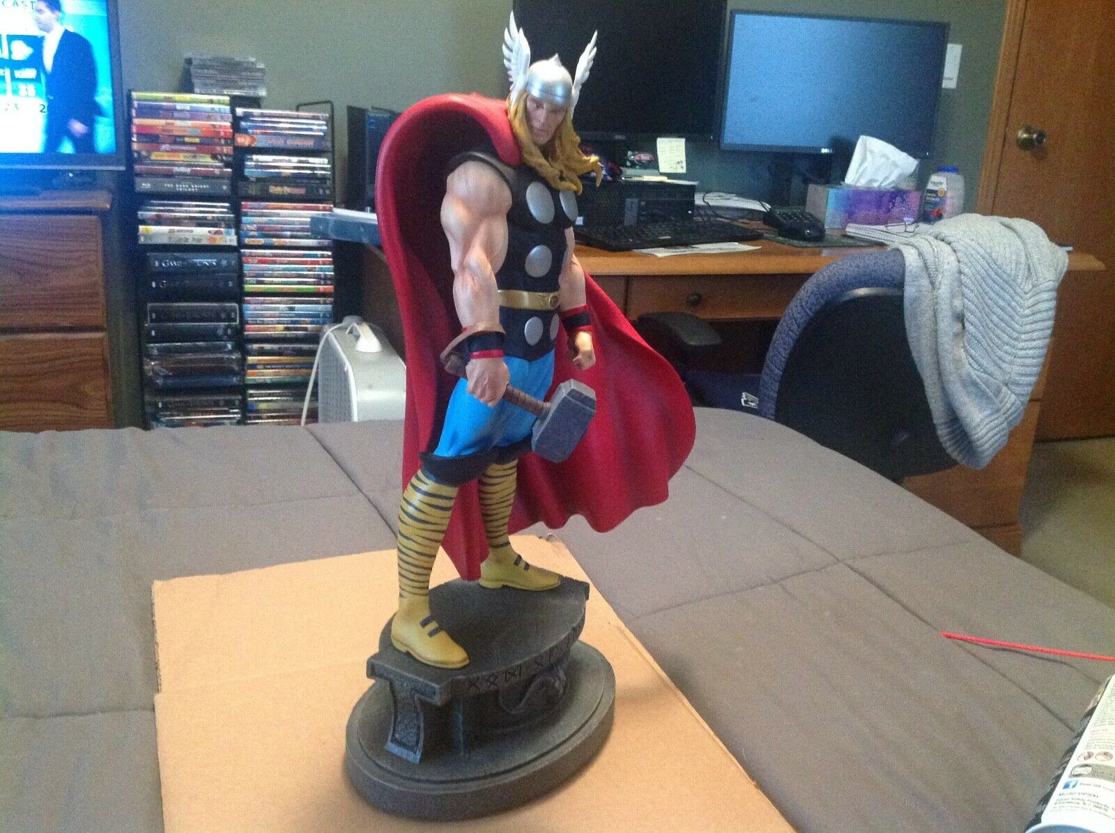 Bowen Thor Classic Statue Signed By Stan Lee 292/3000 W/Excelsior Hologram - $575.00