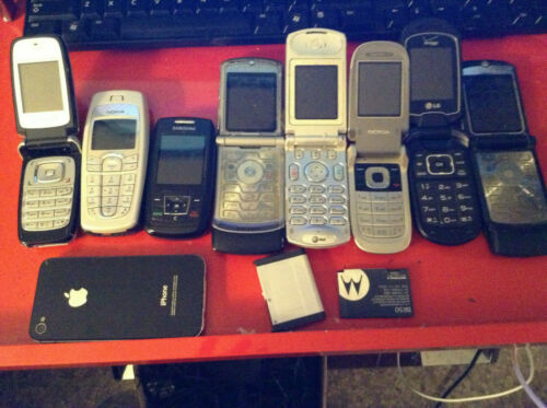 Lot   9 flip phones for parts