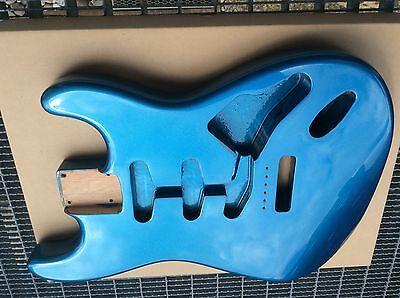 SSS Fräsung Lake Placid Blue Stratocaster Erle Body Alder Body