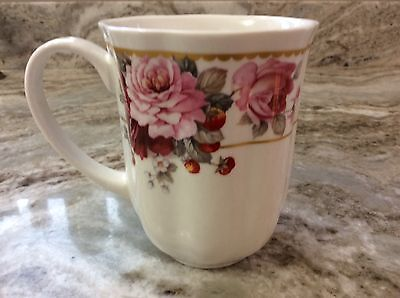 (Grace's Teaware Coffee Mug. Beautiful Red And Pink Roses. New.)