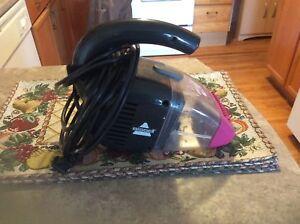 Pet hair vacuum