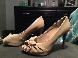 Tan heels - NEW CONDITION
