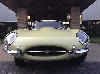 1964 Jaguar E-Archetype COUPE XKE 1964 JAGUAR  COUPE XKE, 5-Advance vade-mecum TRANS...3.8 litre 6-cylinder mechanism.