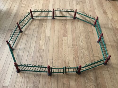 VINTAGE WOOD METAL WICKER CHRISTMAS FENCE PUTZ RED GREEN TREE SURROUND NICE