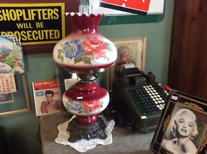 Vintage Antique Gone With the Wind Lamp.