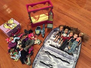 Bratz dolls (5) plus clothes and accessories Gladesville Ryde Area Preview