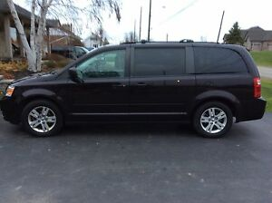2010 dodge caravan with stow  n' go