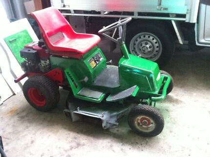 Ride on mower  Kingston Logan Area Preview