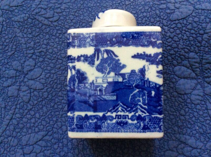 Chinese export blue willow tea jar