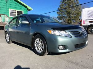 2011 Toyota Camry XLE WITH LEATHER AND SUNROOF - SINGLE OWNER AN