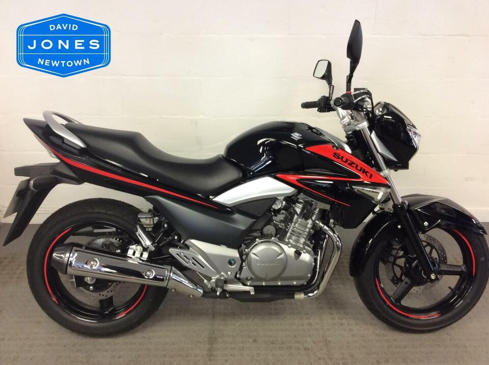 Suzuki GW 250 GW250 Inazuma - Only 33 miles on the clock - Immaculate